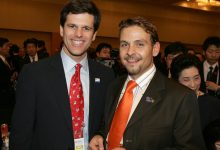 Special Olympics President Tim Shriver mit Gerald Grosz in Tokyo