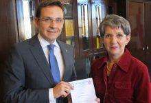 Gerald Grosz mit der Präsident des Nationalrates Mag. Barbara Prammer