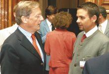 Österreichs Bundeskanzler Wolfgang Schüssel mit Gerald Grosz